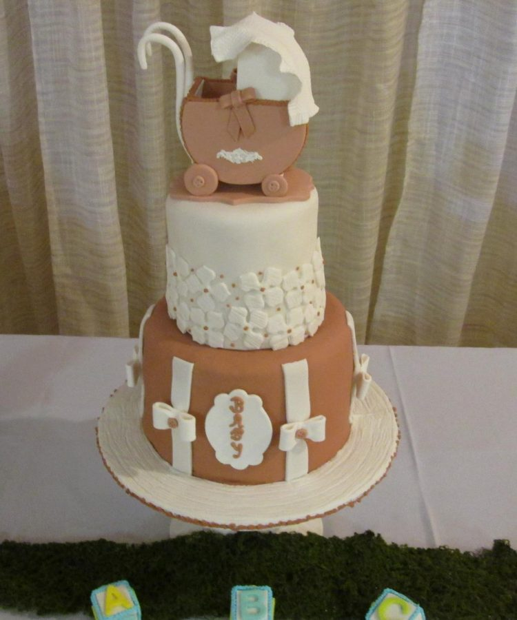 Baby shower cake by Leonor Rodriguez