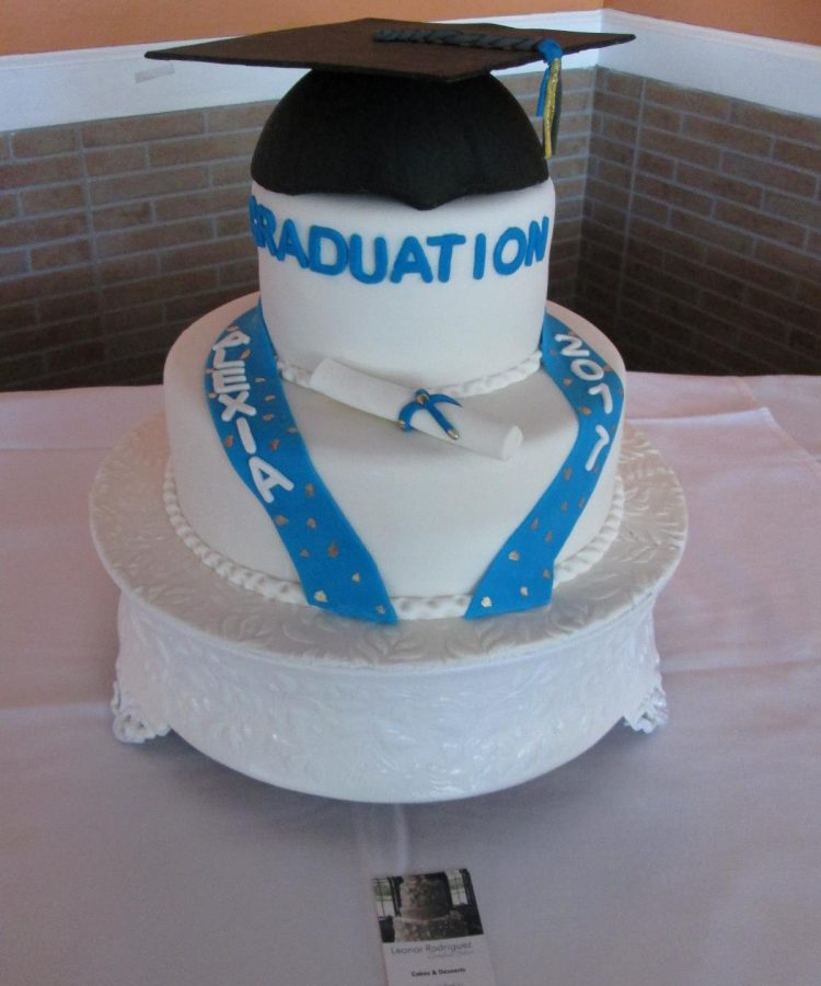 Graduation cake by Leonor Rodriguez